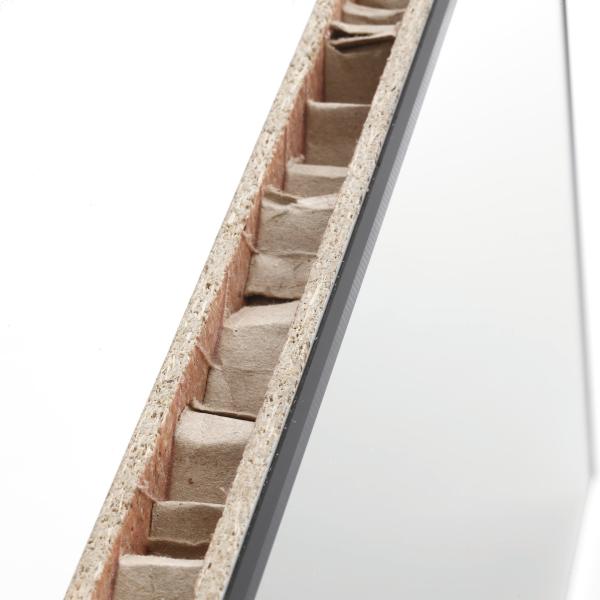 Sezione parte in tamburato; spessore legno 35 mm. nido d'ape interno resinato