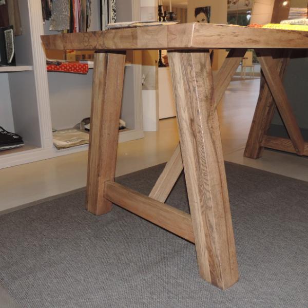 Particolare base tavolo in massello. Anche altri tipi di gambe e strutture portanti.